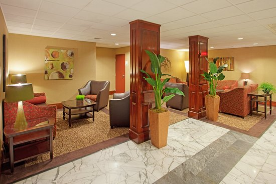 Intimate and quiet Holiday Inn Portsmouth lobby