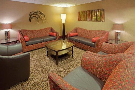 Holiday Inn Portsmouth: Hotel Lobby