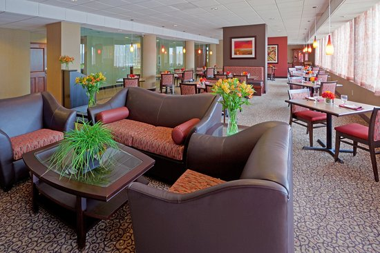 Holiday Inn Portsmouth: Table 21 offers Italian, seafood and american dishes