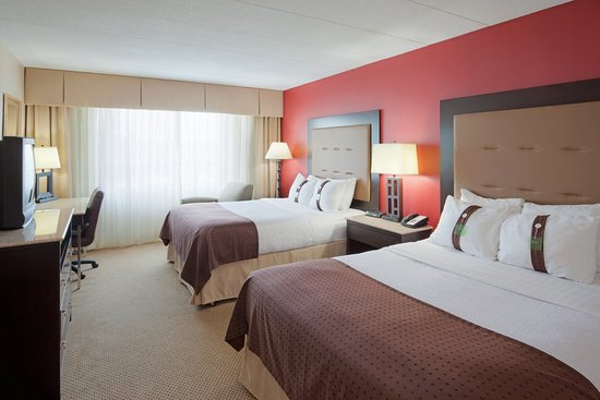 Holiday Inn Portsmouth: Family friendly with games, cable and movies