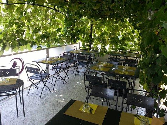 Enoteca Carmenere: terrazza estiva a pranzo