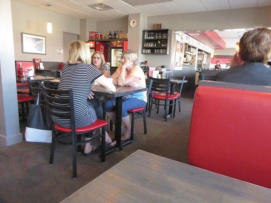 Red Top Drive Inn Restaurant: Inside
