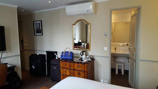 Hotel Relais Bosquet Paris: 20160803_131427_large.jpg