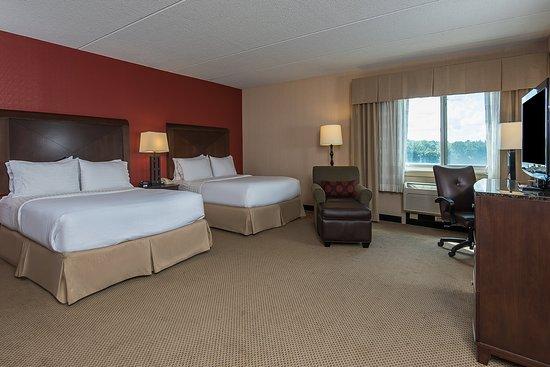 Taunton, Μασαχουσέτη: Two Queen Guest Room