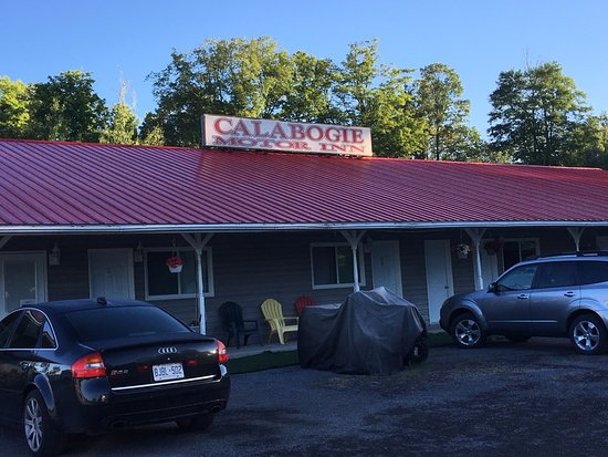 Calabogie Motor Inn : From the front parking area