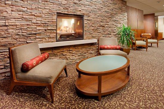 ลิเวอร์พูล, นิวยอร์ก: Hotel Lobby