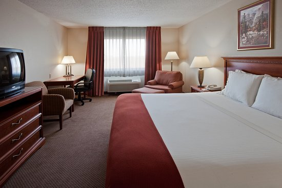 Howe, IN: King Bed Guest Room