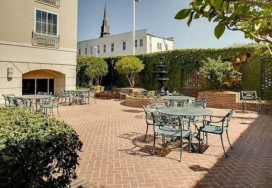 Courtyard Charleston Historic District: Garden Courtyard