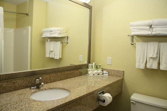 Hurricane, Virgínia Ocidental: Guest Bathroom