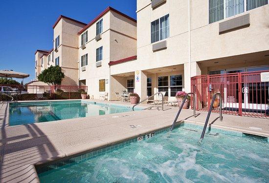 Holiday Inn Express Tracy 99 1 3 Prices Motel Reviews Ca Tripadvisor