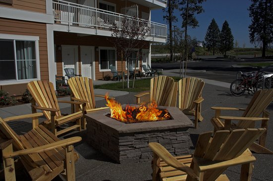 Holiday Inn Express Hotel & Suites - Coeur D'Alene : Our Outdoor fire pit is waiting for you!