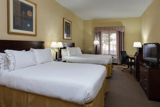 Sebring, FL: Two Queen Beds Standard Room