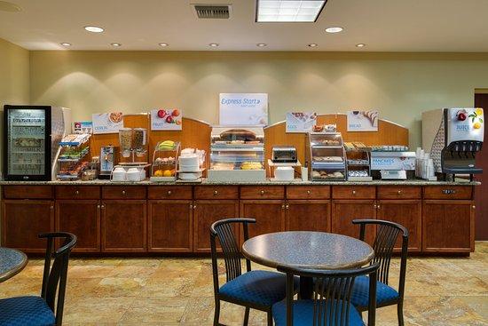 Sebring, FL: Breakfast Bar and Great Room