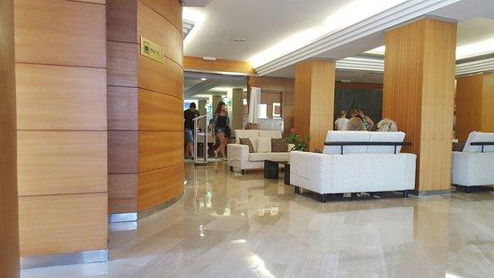 Hotel Girasol: 20160805_194452_large.jpg