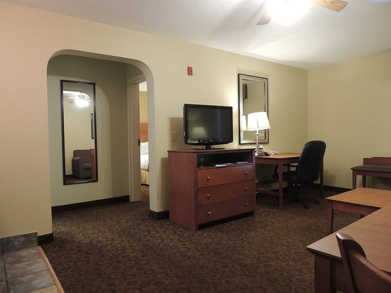Trussville, AL: 2 Room Suite With One King Bed Non Smoking