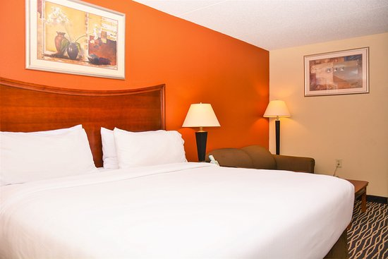 Holiday Inn Express Fayetteville - Ft. Bragg: Guest Room