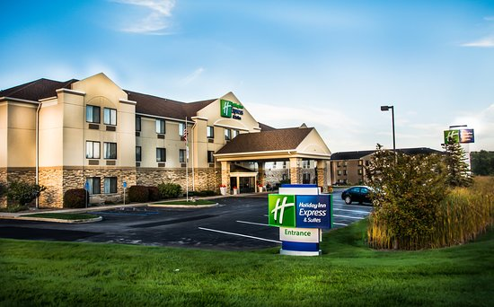 Holiday Inn Express South Haven: Hotel Exterior