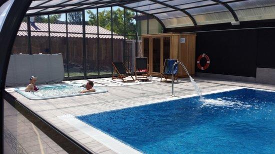 Camping el molino mendigorr a opiniones comparaci n de for Precio piscina climatizada