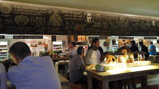 Tavoli e banco cucina - Bild von Vapiano, Darmstadt - TripAdvisor