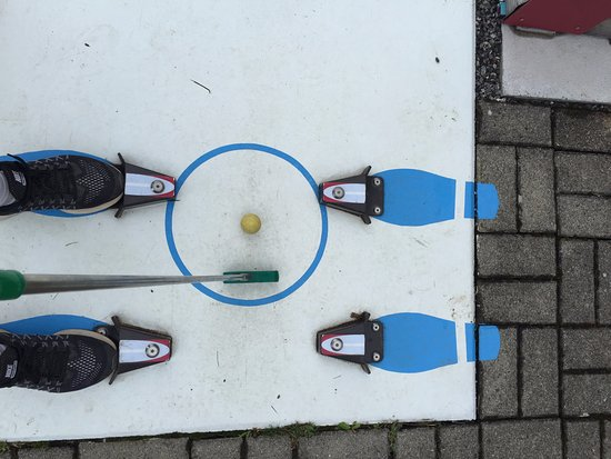 Minigolf: Cute staging for the tee off