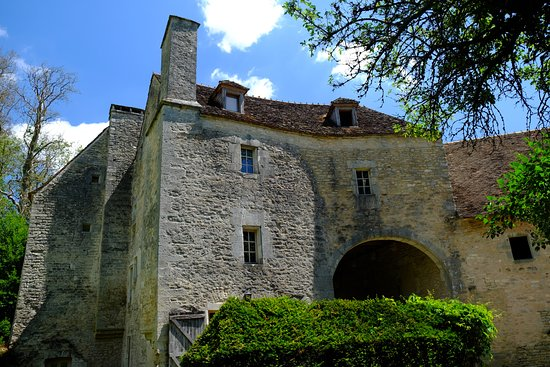 Commanderie de la Romagne : The gate building (with the rooms) as seen from the garden