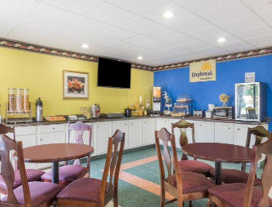 Days Inn Jesup: Breakfast Area