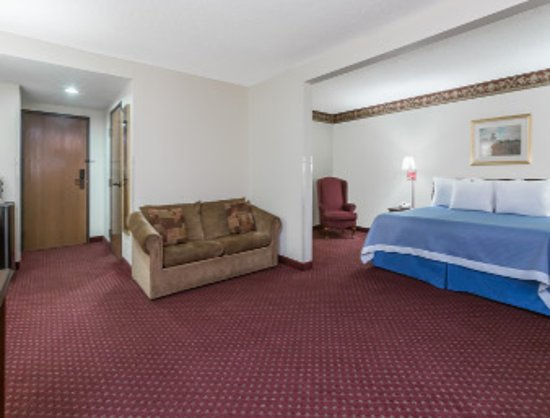 Days Inn Jesup : King Suite Room