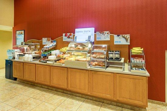 Roseburg, OR: Full Hot Breakfast Bar.
