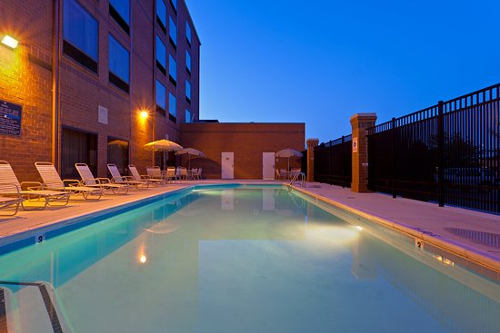 Holiday Inn Express Baltimore - BWI Airport West: Seasonal outdoor pool with lifeguard