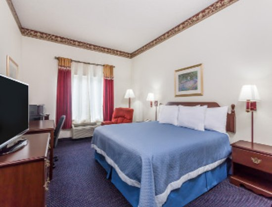 Days Inn by Wyndham Jesup: Standard King Bed Room