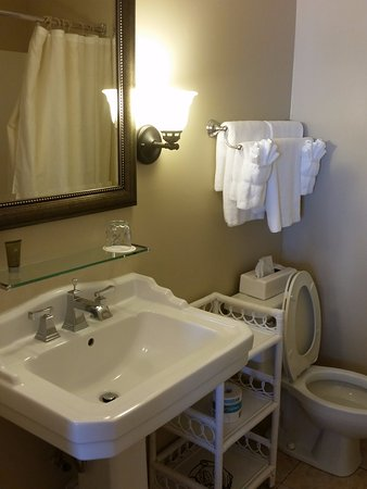 Historic Summit Inn: Only room for 1 person at a time