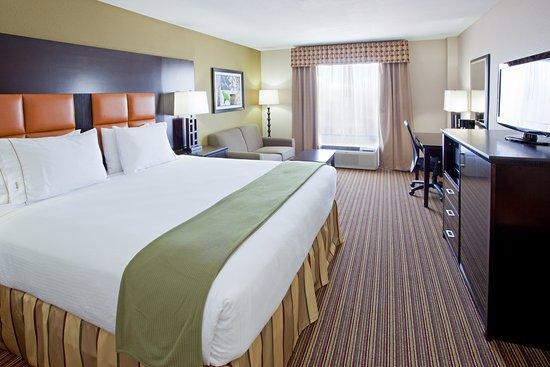 Holiday Inn Express Arlington : King Bed Guest Room