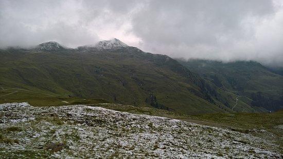 Bramberg am Wildkogel, Austria: Begin augustus op een koude dag, het had gesneeuwd.