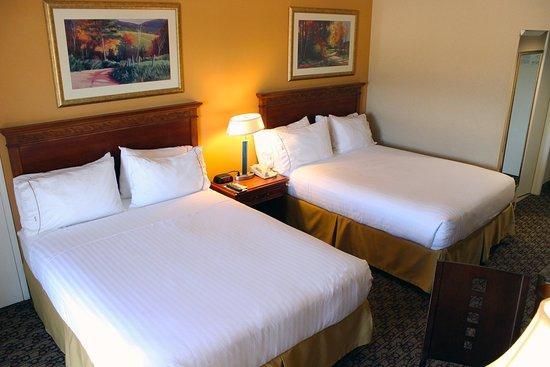 هوليداي إن إكسبرس مورينو فالي(ليك باريس): Queen Bed Guest Room