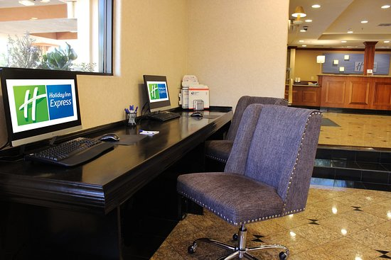 Holiday Inn Express Moreno Valley: Business Center