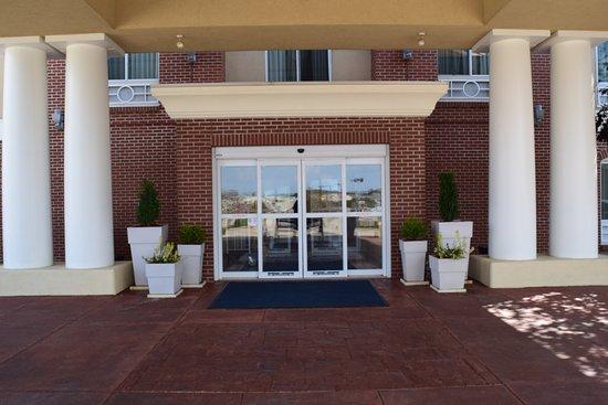 Sparta, IL: Hotel Exterior