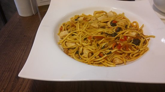 Salford, UK: Singapore noodles with chicken