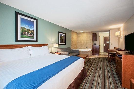 Salamanca, Nova York: Spacious King Spa Suite with jetted tub