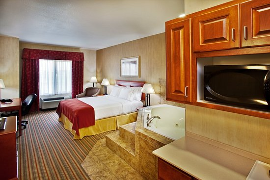 Sioux Center, IA: Jacuzzi Suite