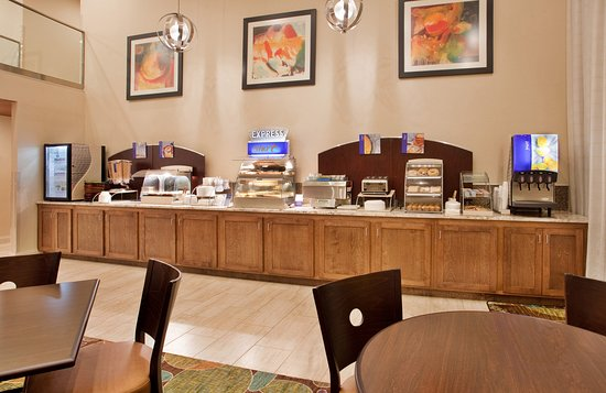Holiday Inn Express Hotel & Suites Branson 76 Central: Breakfast Bar