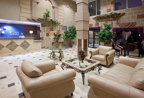 Holiday Inn Express Toledo-Oregon: Hotel Lobby