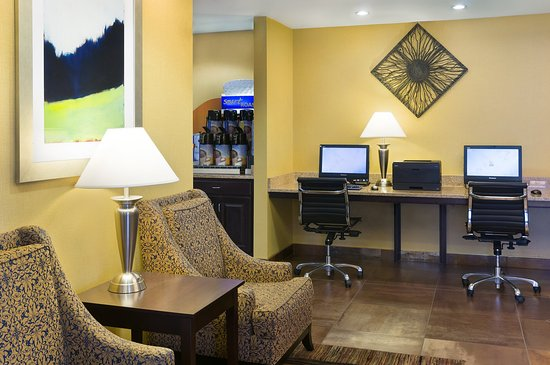 Holiday Inn Express Hotel & Suites Sandy: Business Center is available 24 hours with complimentary printing
