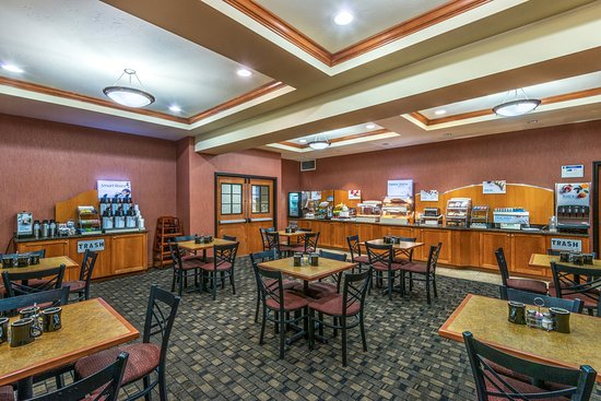 Holiday Inn Express & Suites Vernal-Dinosaurland: Breakfast Bar