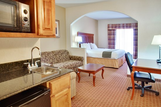 Center, TX: 1 King Bed Suite