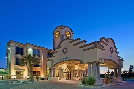 Holiday Inn Express Hotel & Suites Tucson Mall: Hotel Exterior