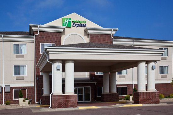 Vermillion Holiday Inn Express Hotel Exterior