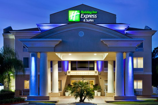Holiday Inn Express Hotel & Suites Tavares: Our Leesburg area hotel Front Entrance