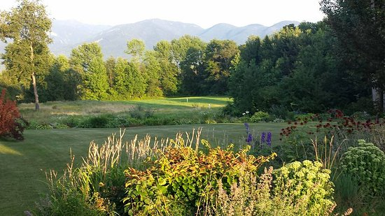 """Sugar Hill, Nueva Hampshire: """"Peace in the valley"""" (rear field behind Inn at Sunset Hill)"""
