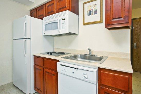 Petoskey, MI: Suite kitchen