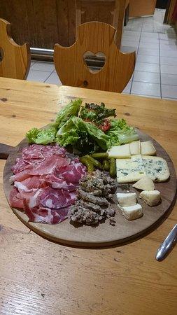 Saint-Nizier-du-Moucherotte, France: caillette maison , fromages du Vercors et charcuteries de la région
